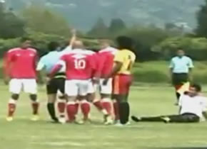 Expulsan a árbitro de partido de futbol