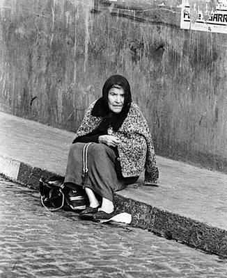 mujer millonaria vivia como indigente