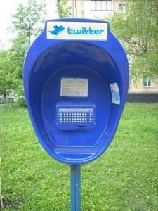 Cabinas-Twitter-publicar-mensajes-calle