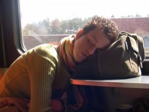 El uso de aparatos electrónicos reduce localidad del sueño