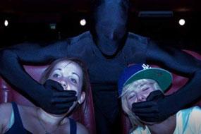 ninjas vigilan cine