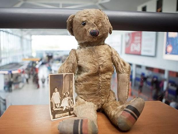 aeropuerto busca dueño oso peluche 100 años